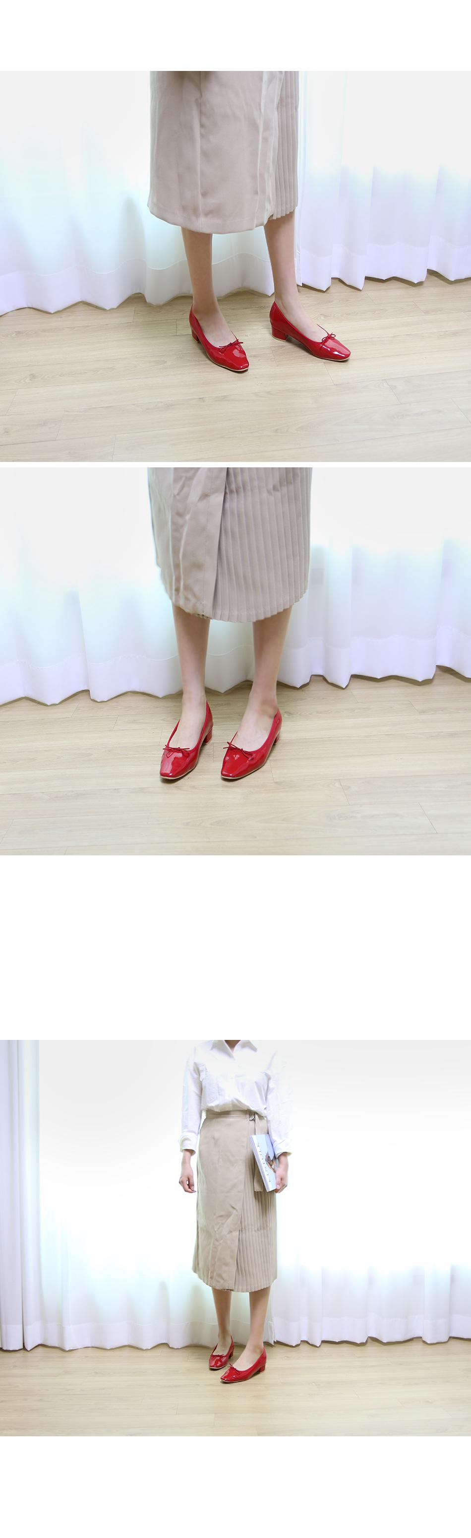 모에론 에나멜 리본 플랫슈즈 착용컷