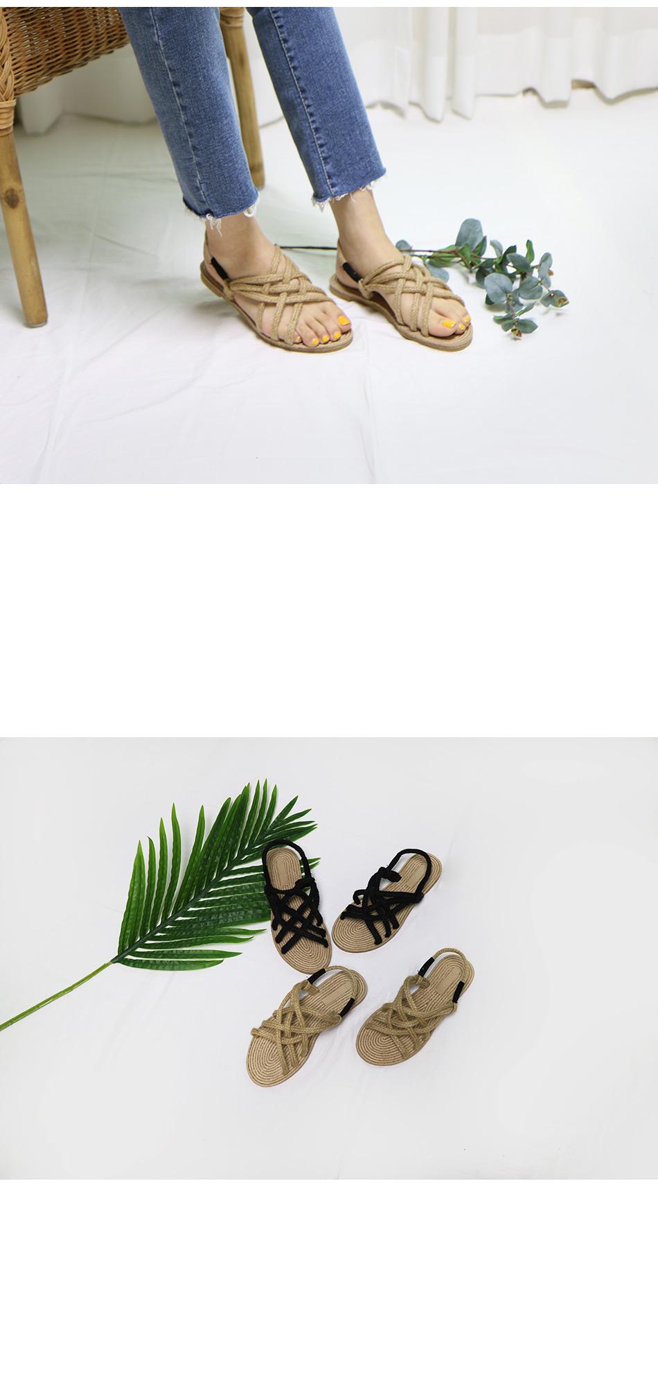 로네 라탄 스트랩 샌들 착용컷