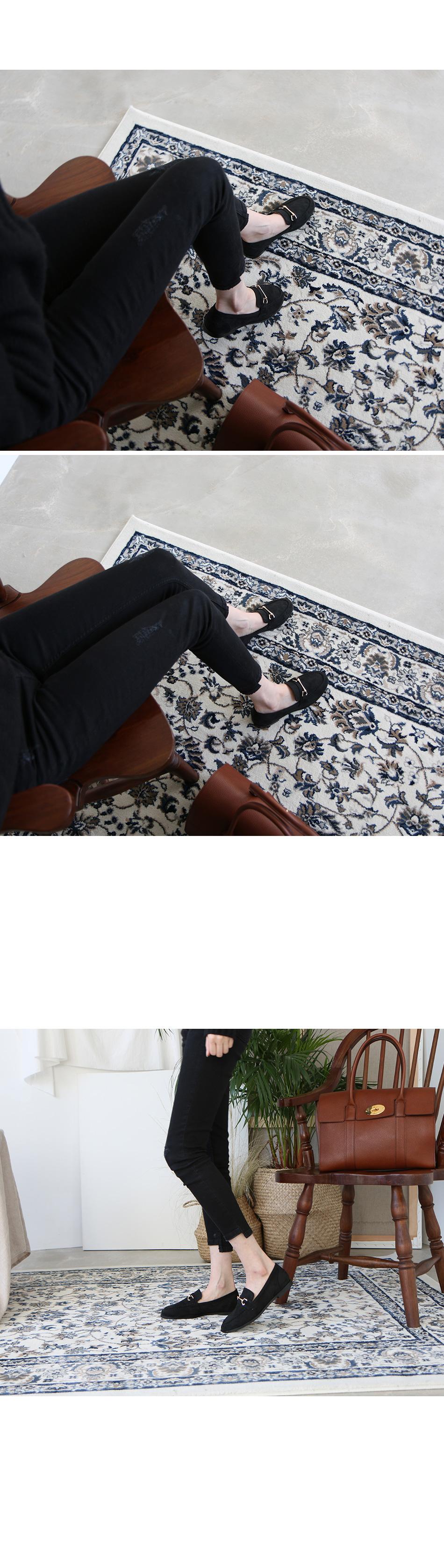 비오즈 골드장식 스웨이드 로퍼 착용컷